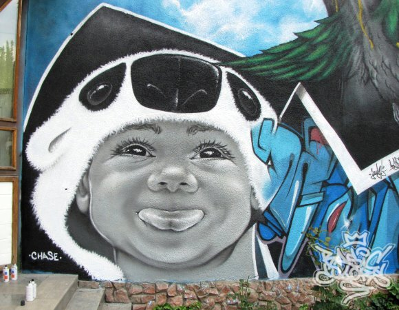 Graffiti Festival Bischkek, Kirgisistan 2012 -  fertige Wand mit Kind