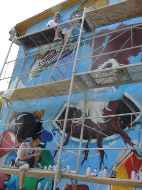 Graffiti Festival Bischkek, Kirgisistan 2012 - auf dem Baugerüst in Aktion
