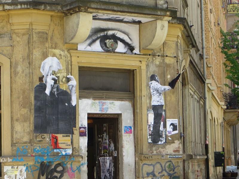 Hauseingang - mit Cut-Outs - Urban Art & Soziokultureller Austausch Rudolfstraße Ecke Johann- Meyer Straße