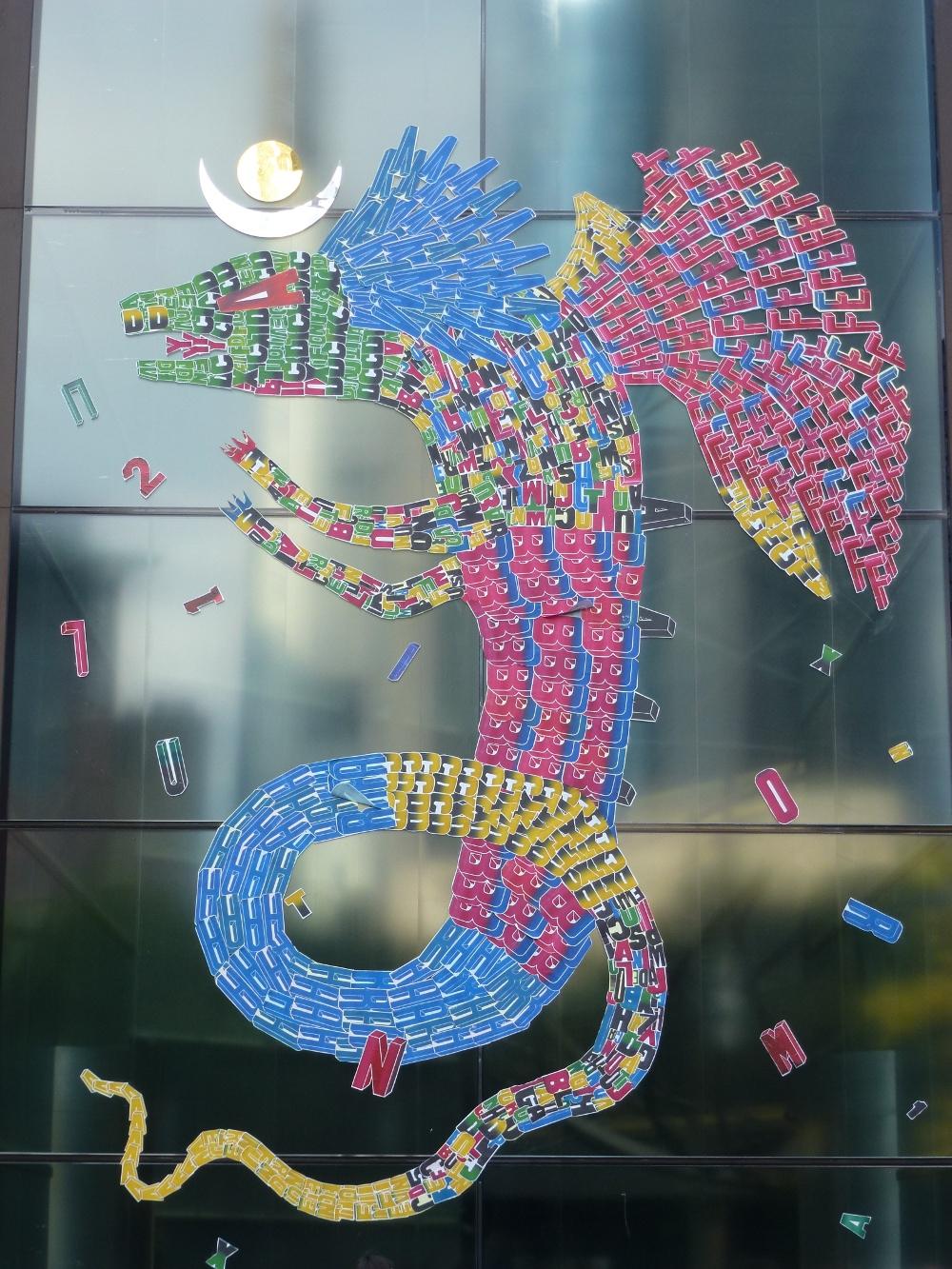 Die Kreaturen und Monster von Fefe Talavera sind aus selbstgemachten Buchstaben zusammengestellt