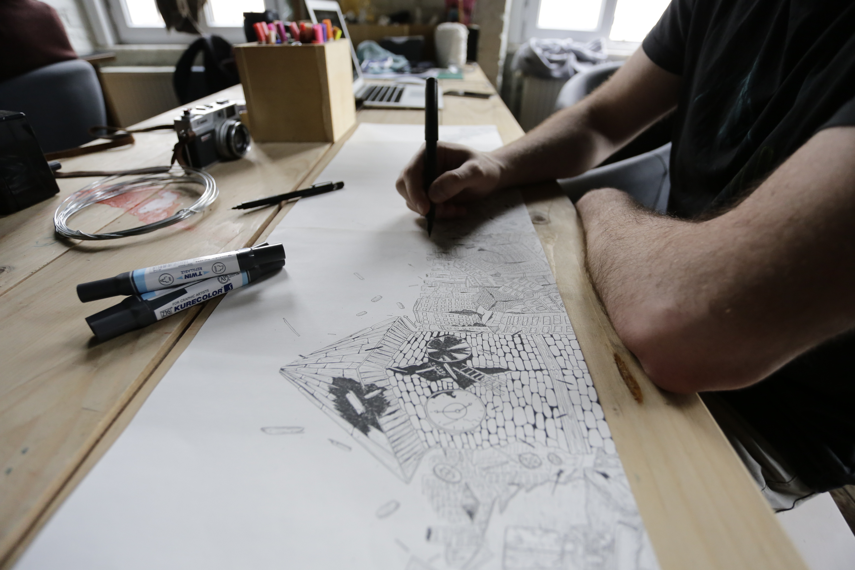 KAFT-Designer beim Ausarbeiten eines Skizze für ein neues Motiv