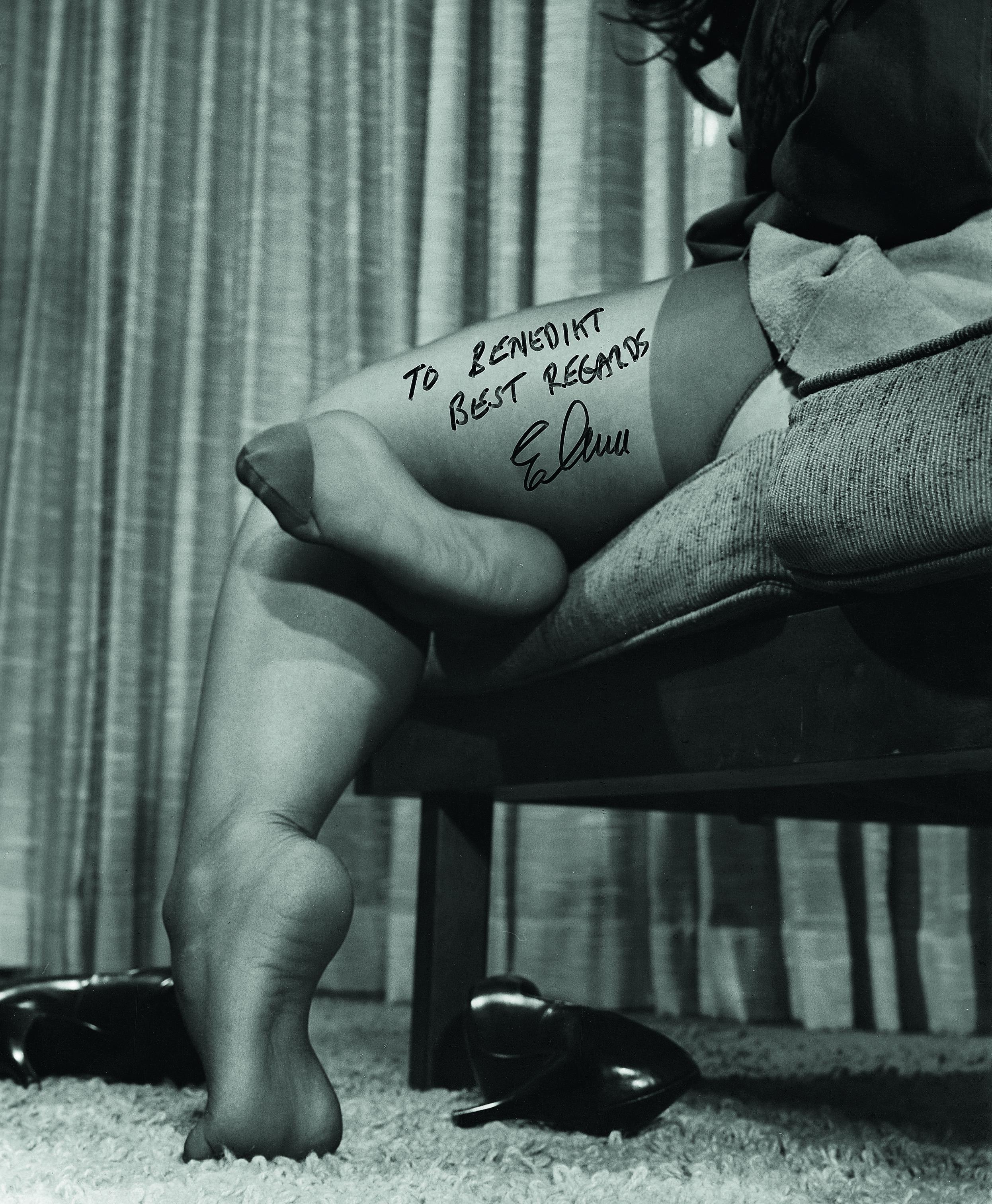 """Elmer Batters """"Von den Zehen aufwärts - Die Suche nach dem idealen Bein"""" Copywright: Elmer Batters"""