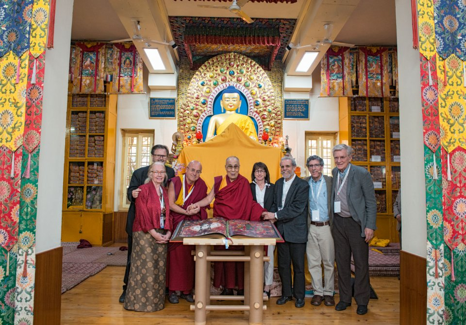 His Holiness the 14th Dalai Lama with (from left to right) Heather Stoddard, Thomas Laird, Mathieu Ricard, Susan Bauer-Wu, Daniel Goleman, Richard Davidson, Robert Thurman, and the first copy of Murals of Tibet, Dharamsala, March 12, 2018 | Copyright: Photo: Jonathan Joy-Gaba, Mind & Life Institute