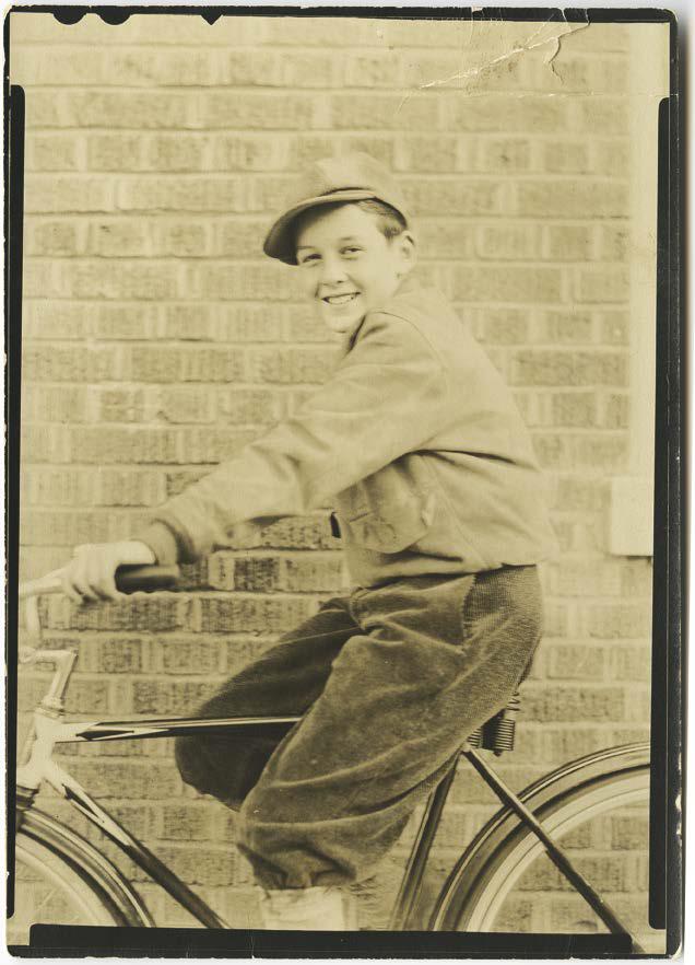 """Stans Fahrrad, so stellte er sich vor, war ein zweirädriges Raumschiff, dass ihn durch das ganze Universum tragen konnten - in seinem Fall also New York City! Aus: """"The Stan Lee Story"""" © MARVEL"""